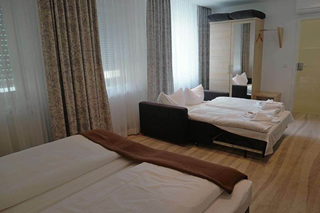 Ringhotel Loew u0026#39;s Merkur in Neurenberg  hotel met familiekamer en zwembad