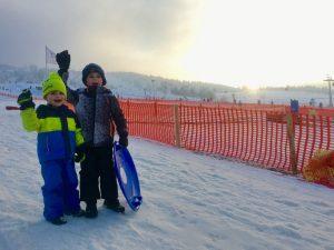 De eerste kennismaking met wintersport in de sneeuw van Willingen.