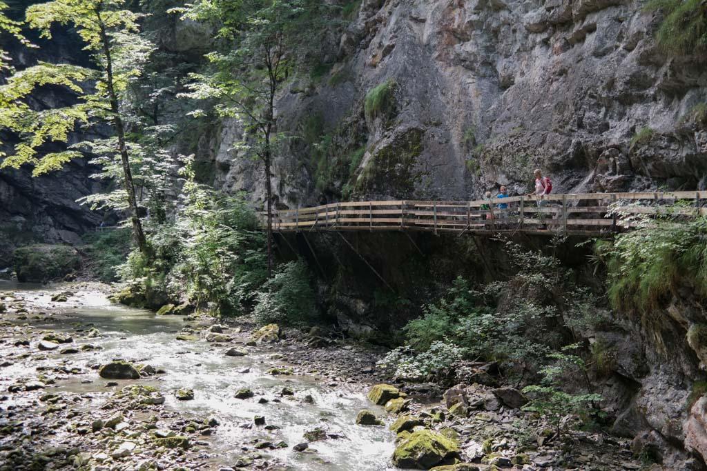 Rappenlochslucht in Dornbirn, een spectaculaire wandeling door een diepe kloof.