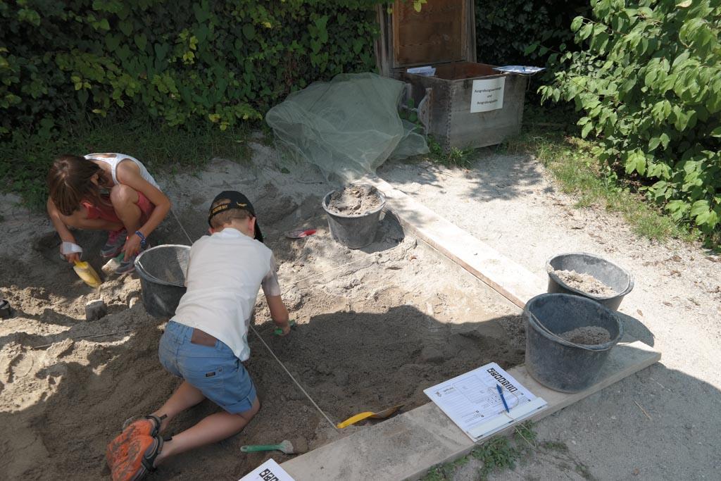 Zelf opgravingen doen in het Pfahlbautenmuseum.