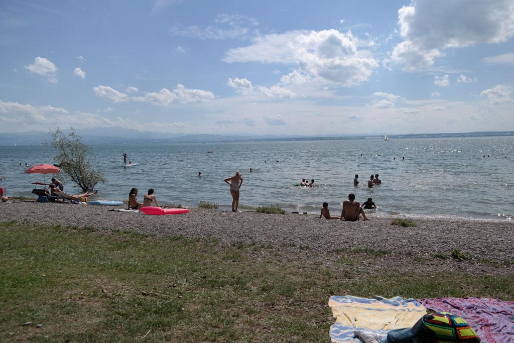 Naar het strand en zwemmen in de Bodensee (waterschoenen zijn handig).