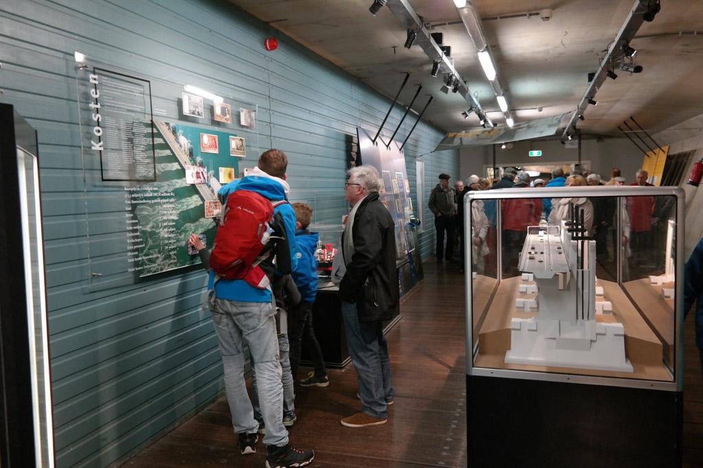 In de Oosterscheldekering is een expositie met allerlei informatie over de kering.