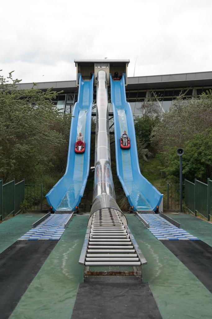 Cool! De 12 meter hoge toren met waterglijbanen.