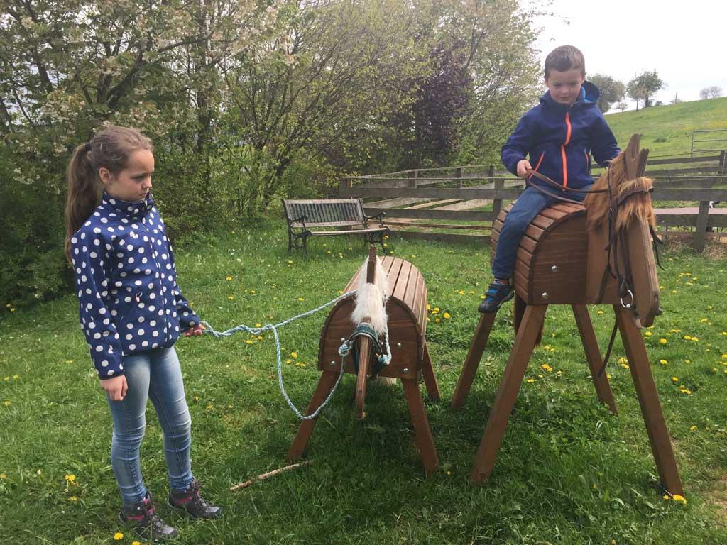 Alvast oefenen met paardrijden.