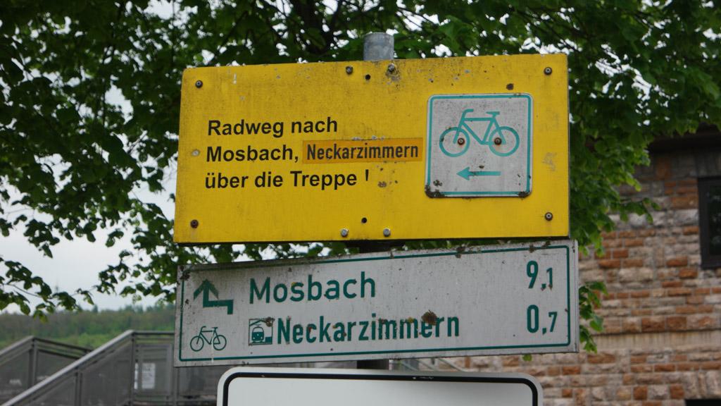 We moeten met de fiets over de sluis.