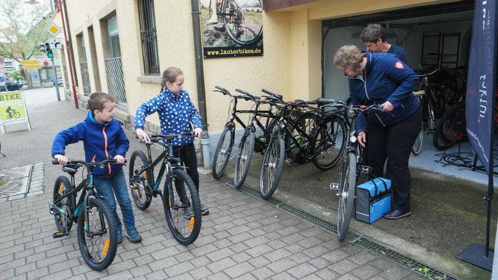 We halen de fietsen op bij LauterBikes. Aanrader voor fietsverhuur!