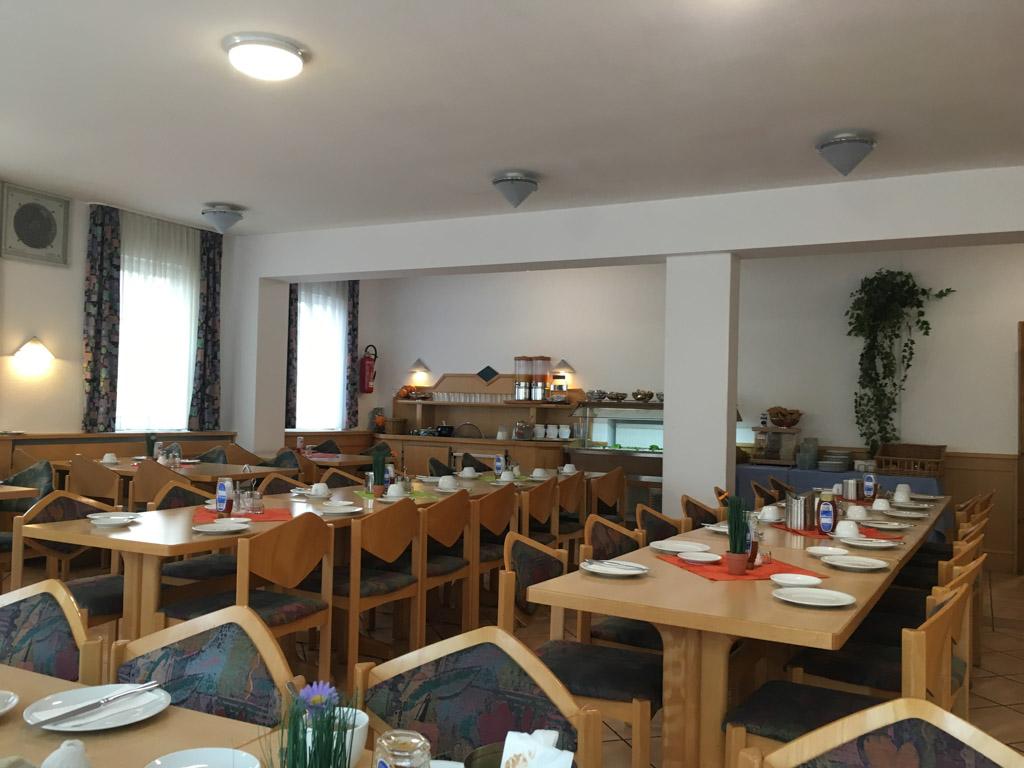 Een grote eetzaal