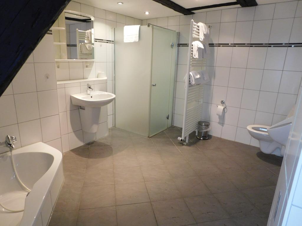 Een ruime badkamer