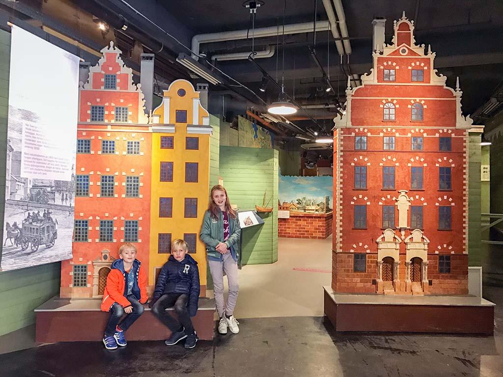 Er zijn diverse straatjes nagebouwd in het Spoorwegmuseum in Stockholm