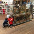 Turen in de kleine kamertjes van het Muizenhuis in Amsterdam.