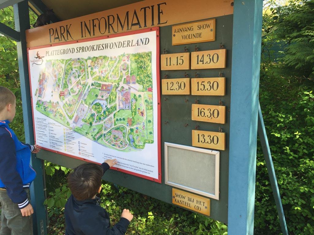 Makkelijk een overzichtelijke plattegrond en informatie over de voorstellingen.