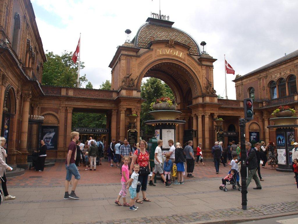 Kopenhagen heeft pretpark Tivoli in het centrum.