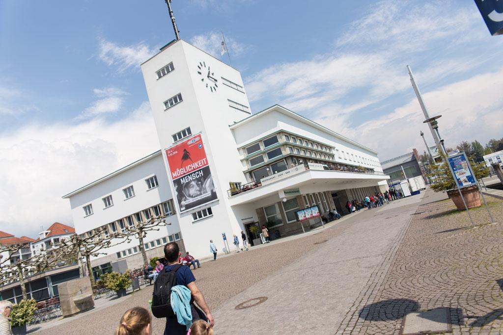 Het Zeppelinmuseum in Friedrichshafen is gevestigd in een mooi gebouw.