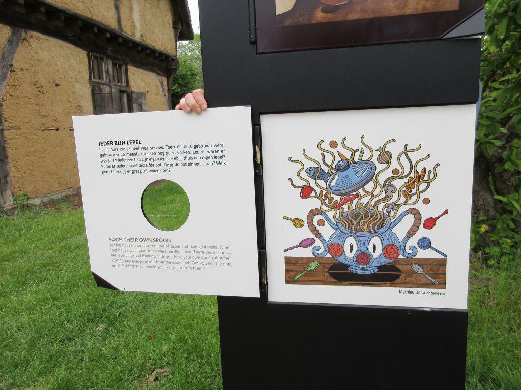 De borden zijn voorzien van Nederlandse en Engelse teksten en bevat ook informatieve illustraties