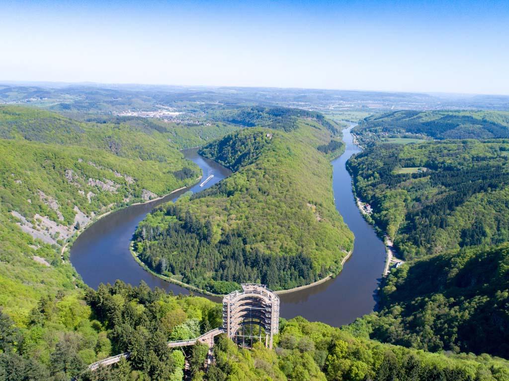 Wat een uitzicht! (© Erlebnis Akademie AG/Baumwipfelpfad Saarschleife).