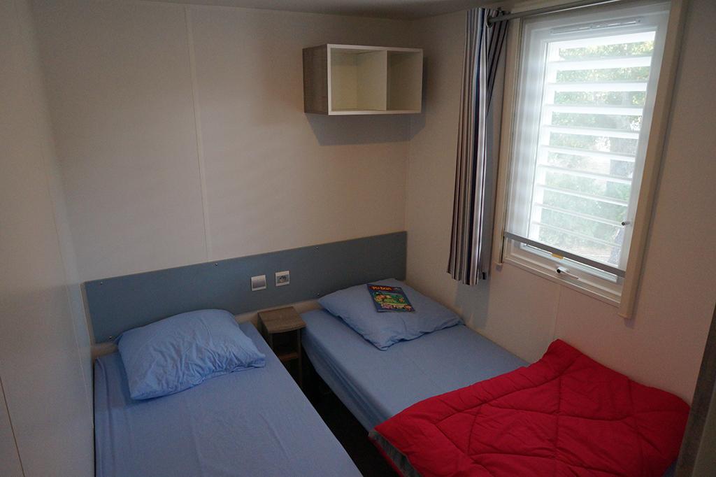Camping Domaine de la Bergerie_kleine maar praktische ingerichte slaapkamers