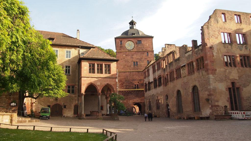 De binnenplaats van het kasteel in Heidelberg.