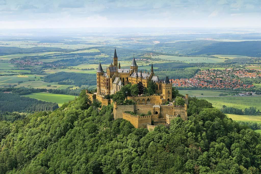 Burg Hohenzollern (copyright foto: Hohenzollern, via Duits Verkeersbureau)