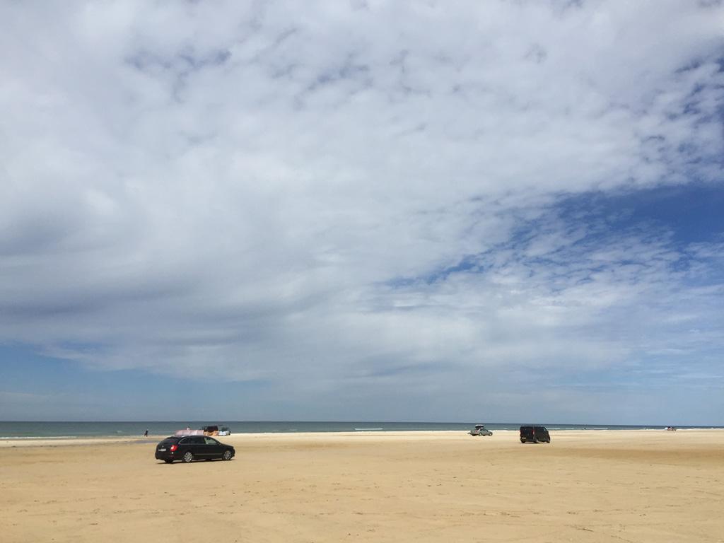 Met je eigen auto het strand op.