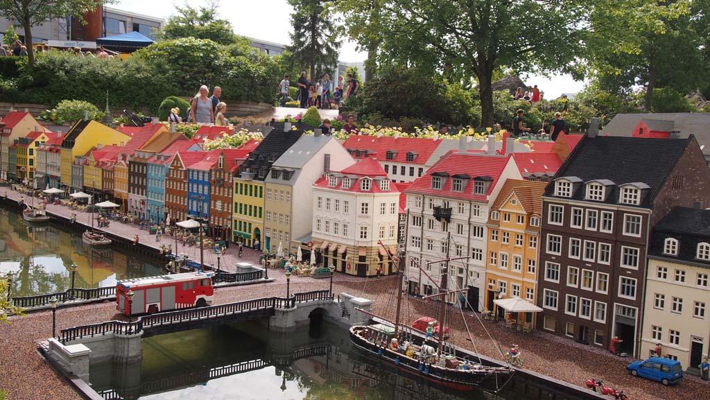 Fijne tussenstop: Legoland. Of Kopenhagen, ook een aanrader.