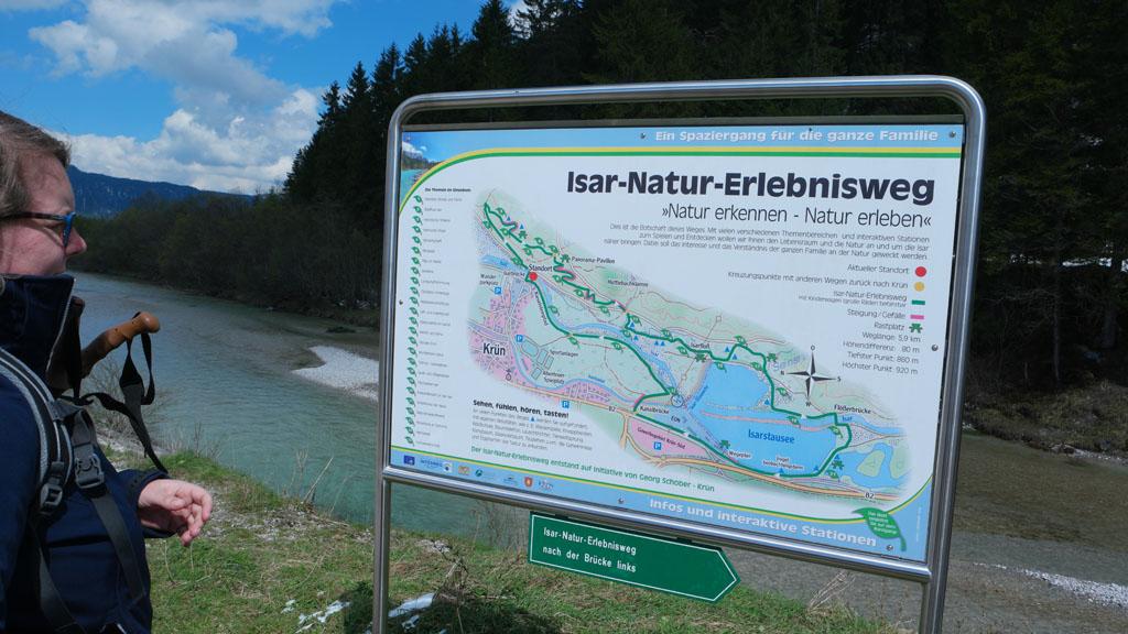 De Isar-Natur-Erlebnisweg start voor ons bij de brug over de Isar.