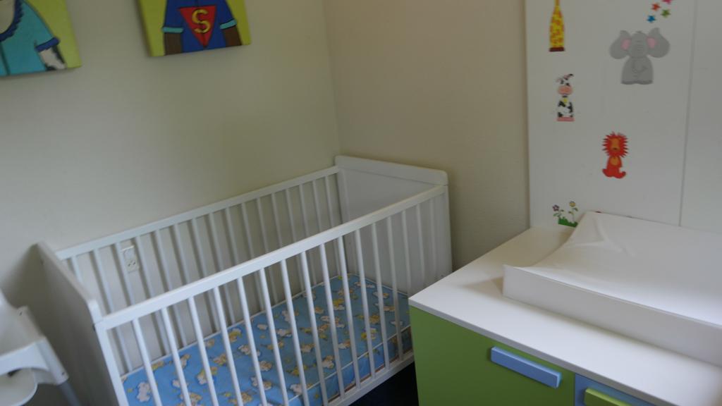 De babykamer, die hebben wij niet nodig.