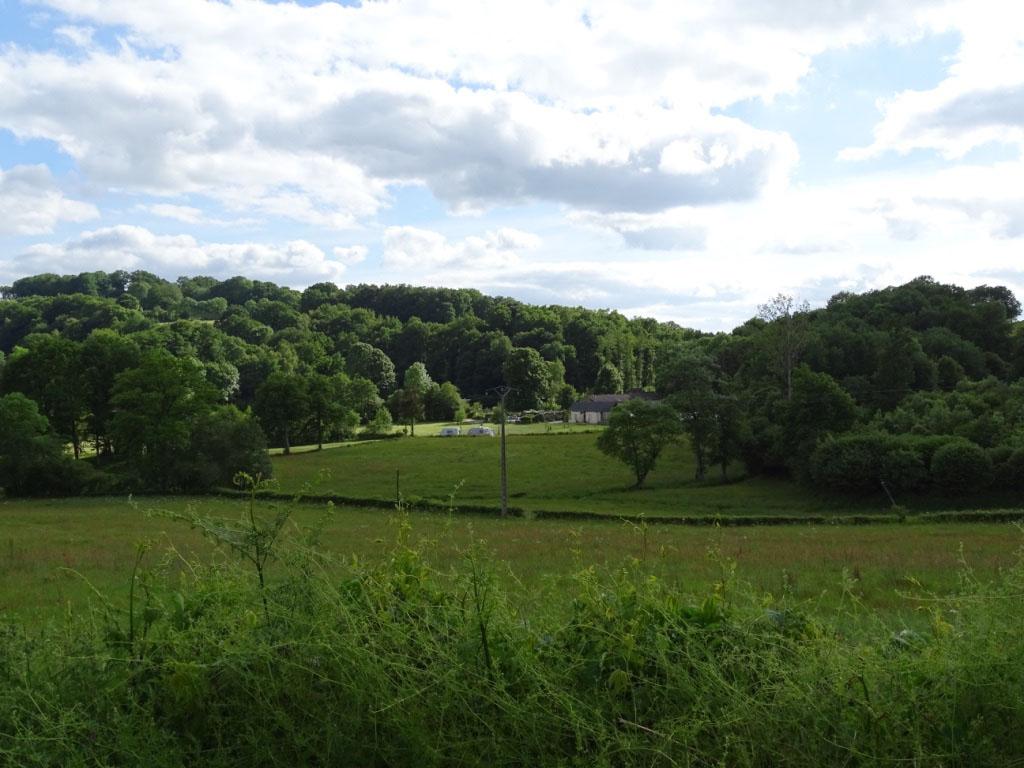 Moulin des Jarasses ligt heerlijk beschut verscholen in een groene vallei.