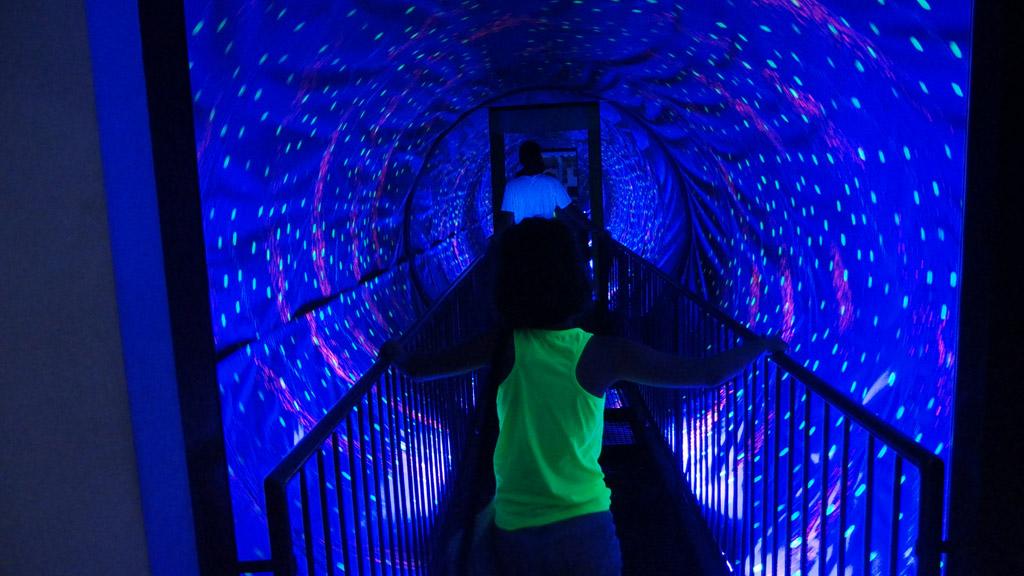 Een draaiende tunnel of is het gezichtsbedrog?