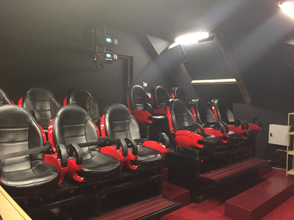 De stoelen van het 5D theater in Ripley's Believe It or Not!