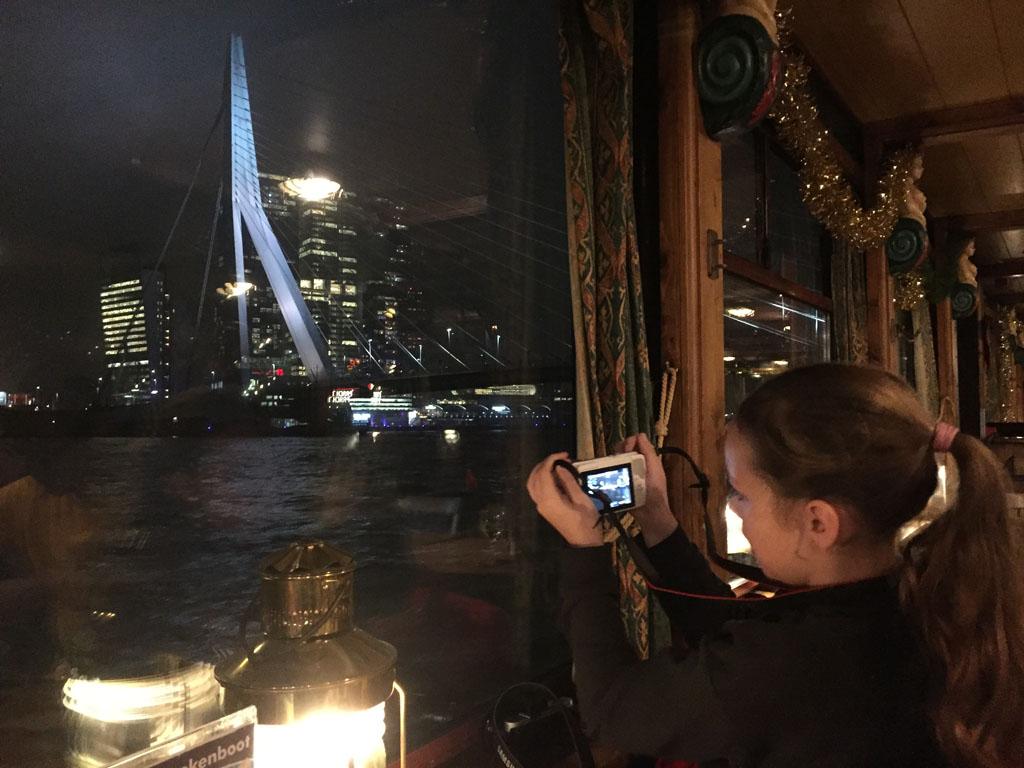 Rondvaart met de pannenkoekenboot in Rotterdam.
