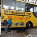Bij de amfibiebus, klaar om de bus in te gaan.