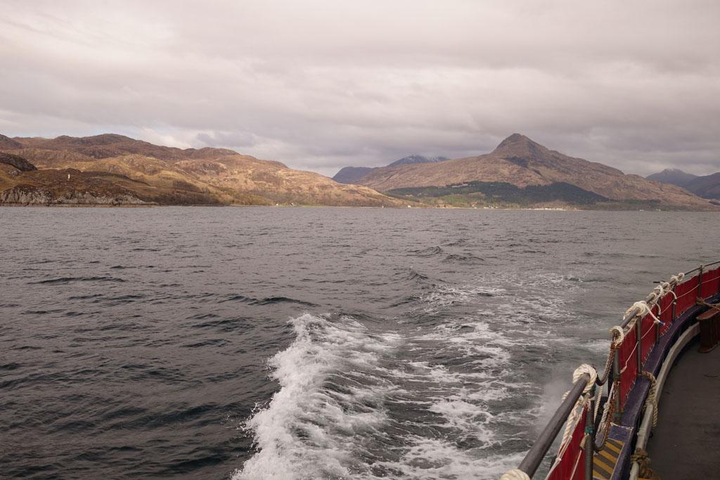 Wat mooi om de Highlands zowel vanuit de auto, vanuit de trein maar ook vanaf het water te bekijken.