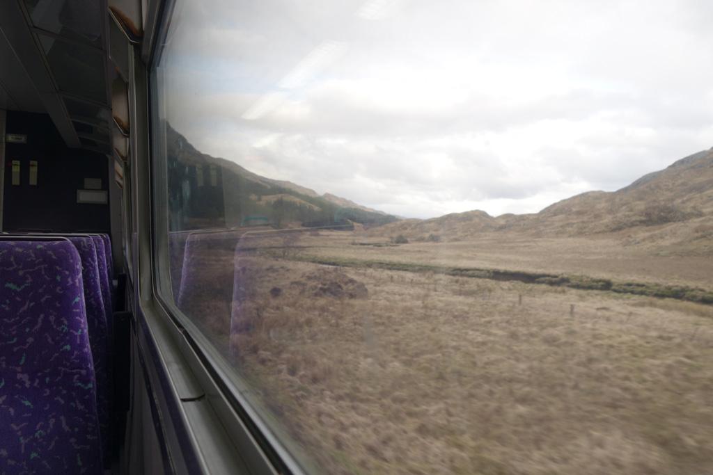 De grote ramen zorgen ervoor dat je ook vanuit deze trein goed zicht hebt op de mooie omgeving.