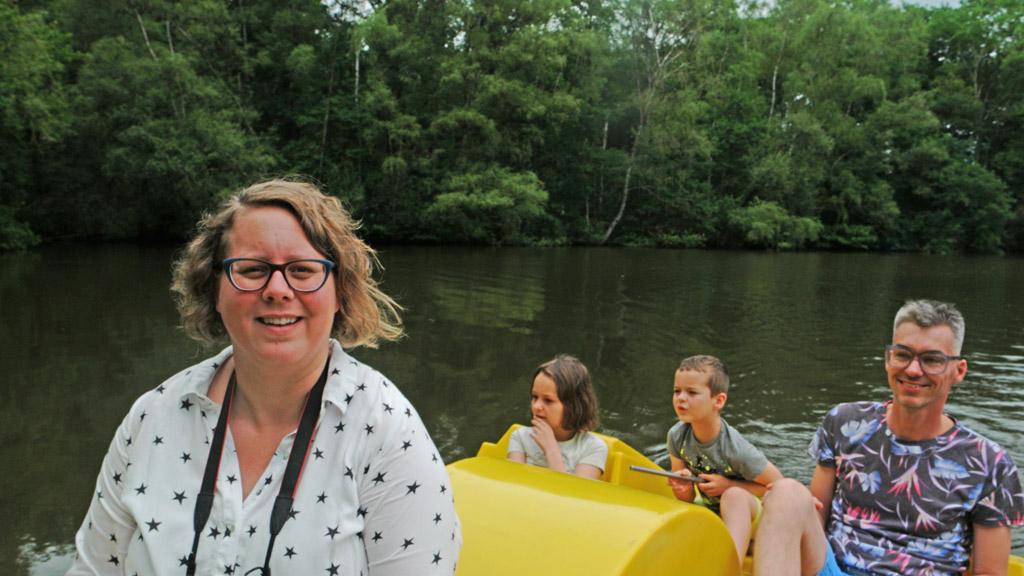 Ik mag voorop de waterfiets zitten en kan volop van de natuur genieten.