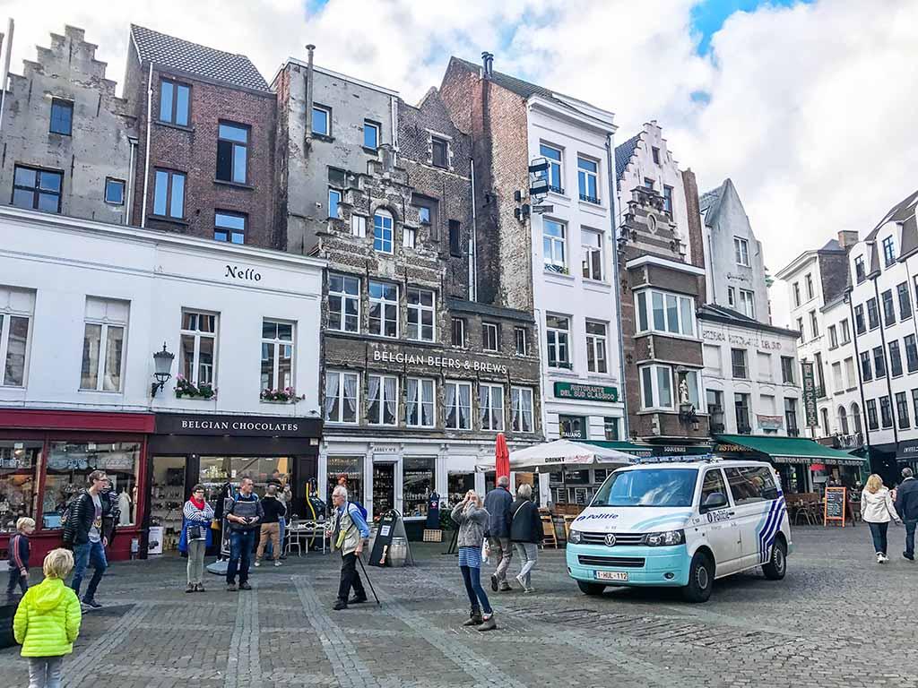 Antwerpen is dichtbij, maar voelt wel meteen echt buitenland (foto: Iris).