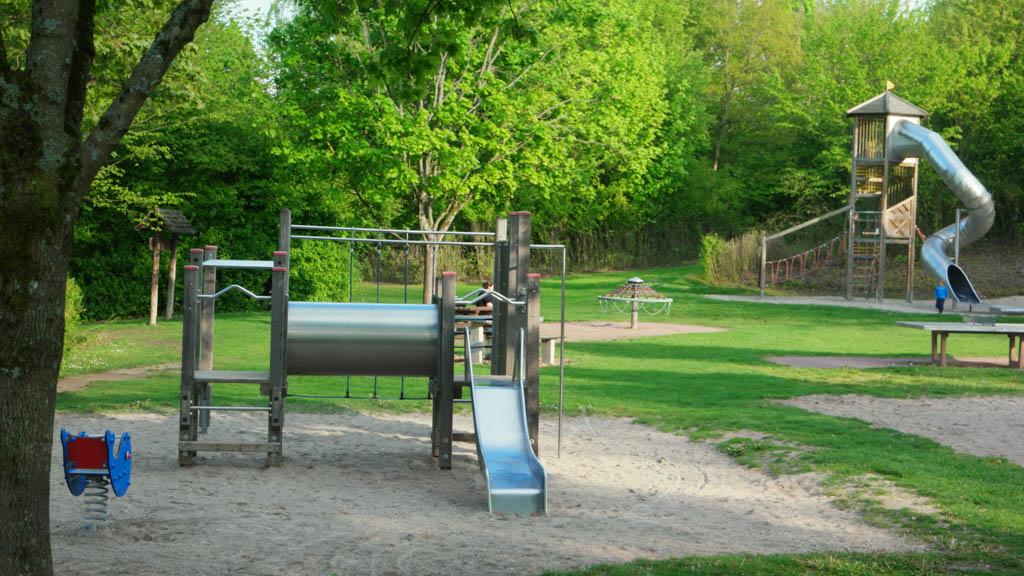 In het recreatiegebied zijn verschillende mogelijkheden om te spelen.