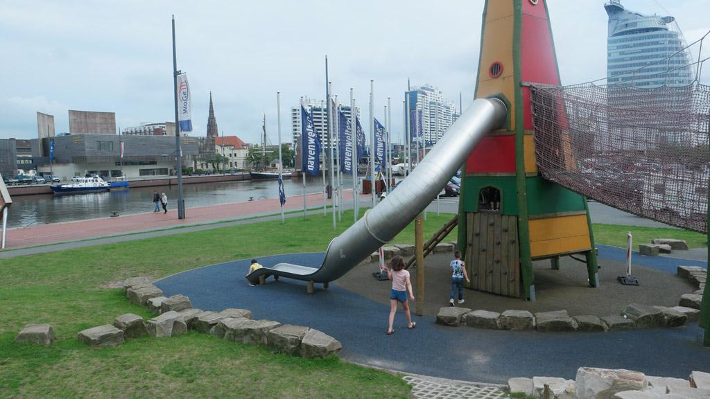 Voor 'Zoo am Meer' staat een leuke speeltuin.