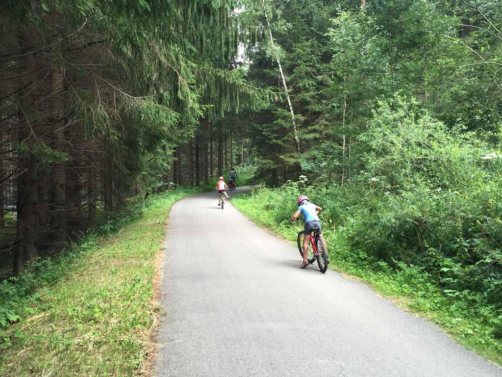 De fietspaden langs het Lipnomeer zijn over het algemeen vrij gelegen en lekker breed. Fietsen langs het lipnomeer