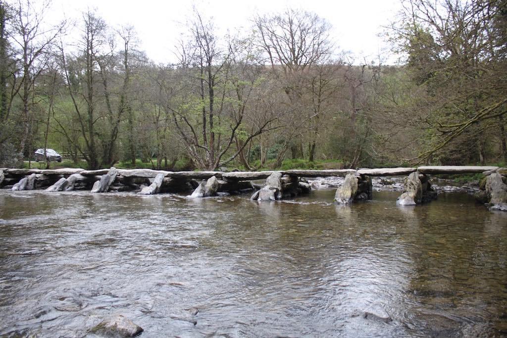 Eeuwenoude stenen brug, de Tarr Steps.
