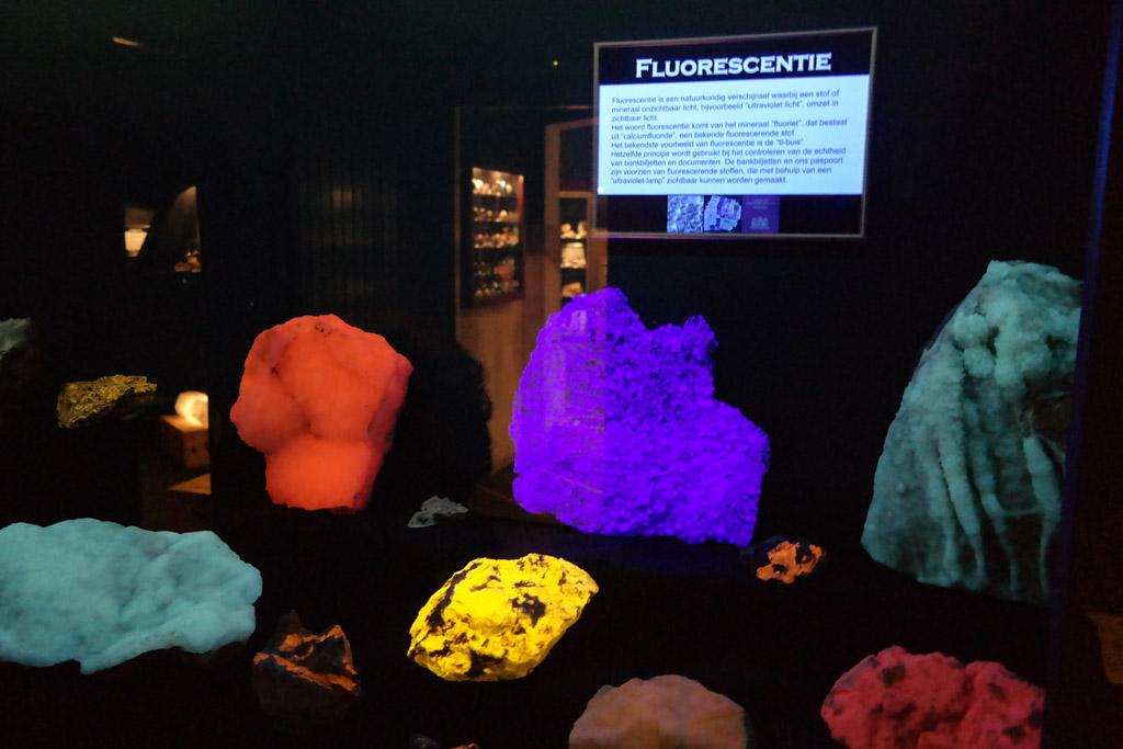 Die fluorescerende stenen zijn cool.