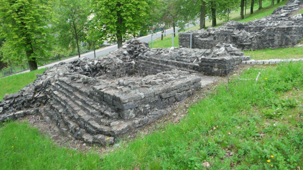 De restanten zijn goed te zien en vaak is herkenbaar wat het vroeger was.