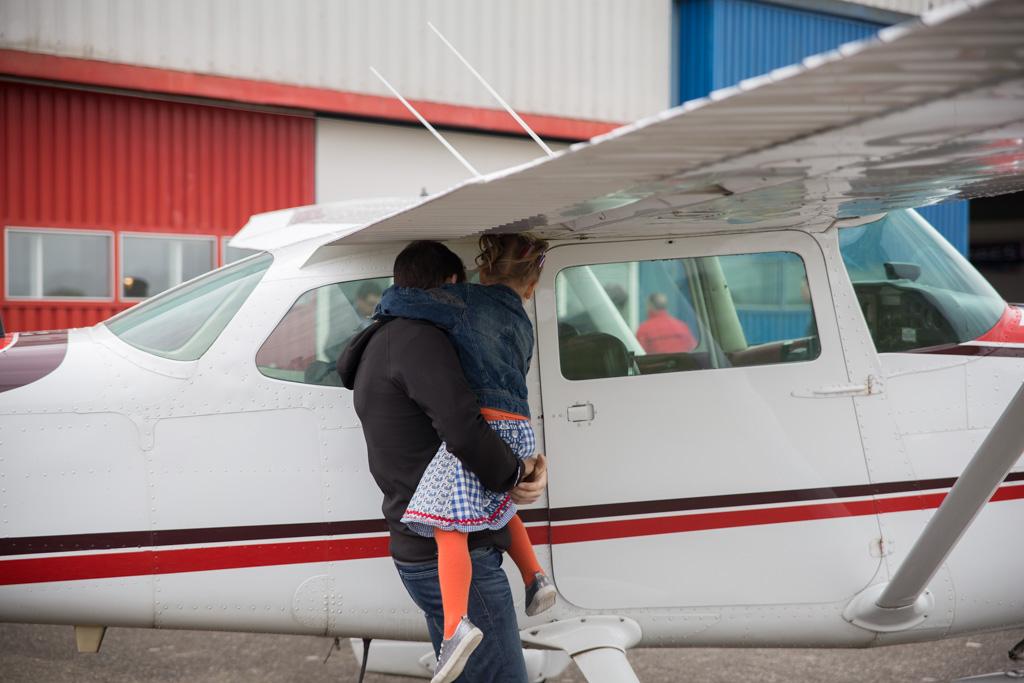 Kijken bij het vliegtuig
