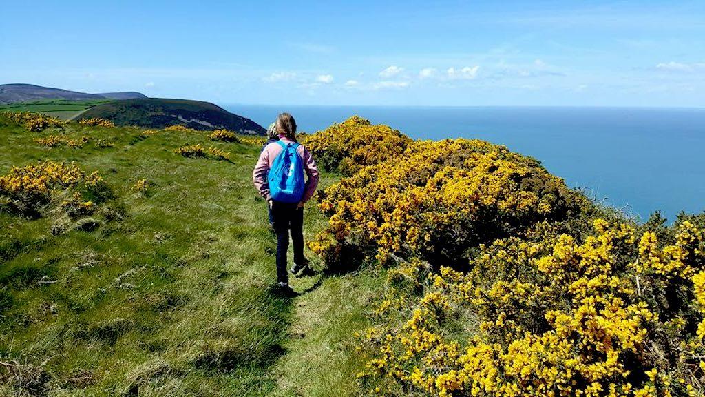 Groen, blauw en geel, wat een prachtige kustlijn.