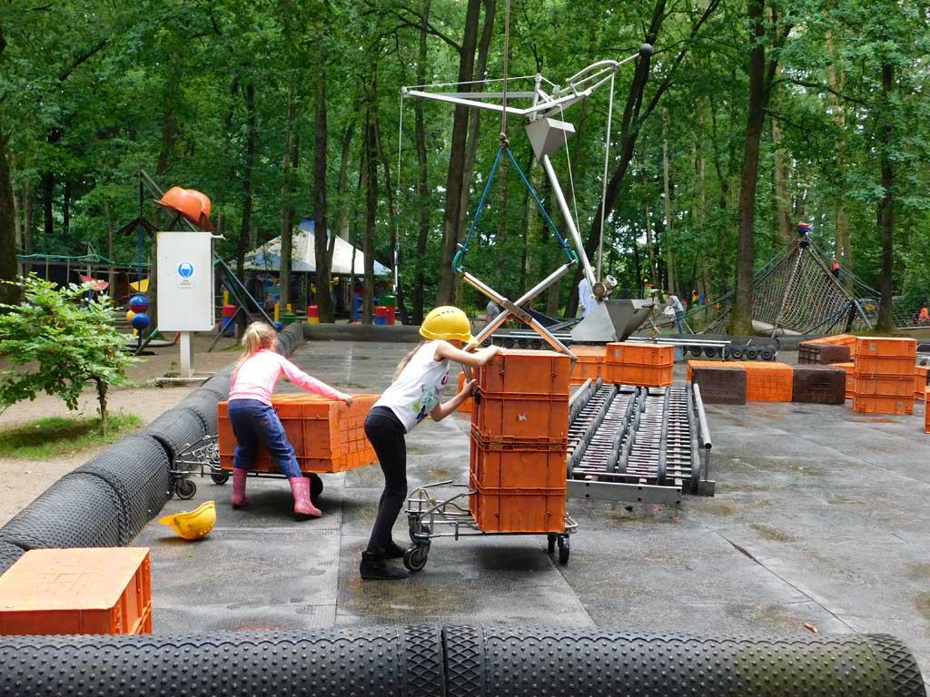 De bouwvrouwen aan het werk