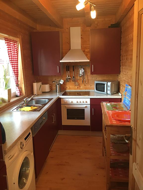 Gezellige keuken met was- en afwasmachine