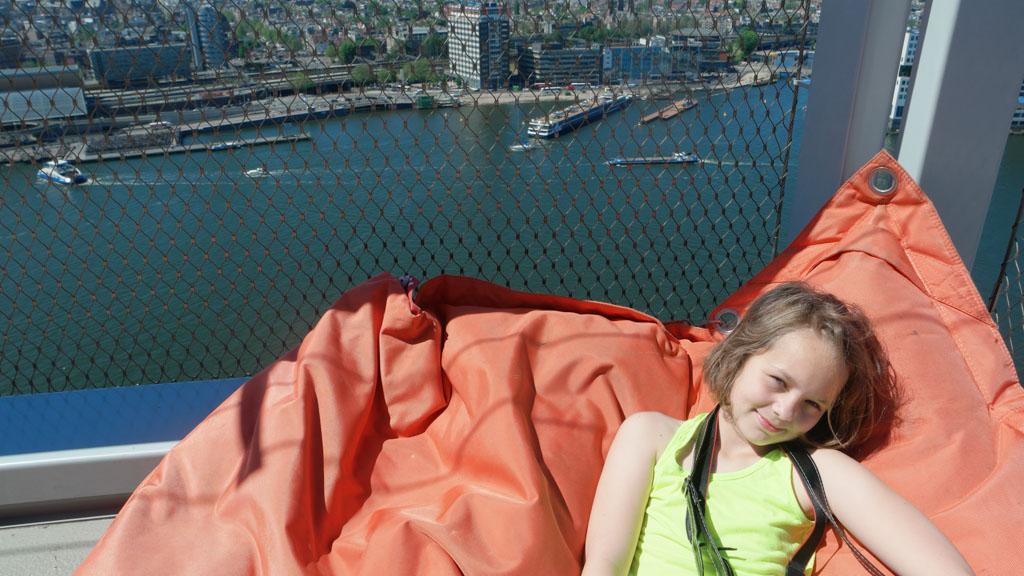 Relaxen op het Panoramadeck.