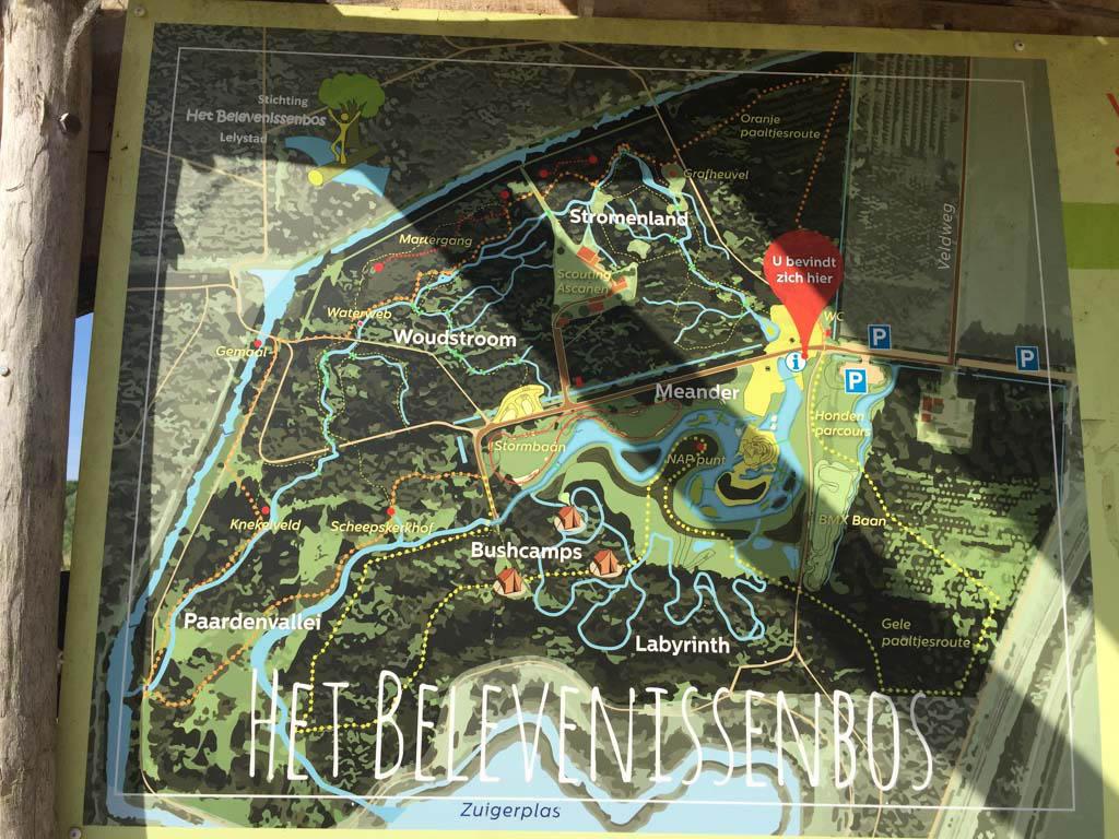 Plattegrond van het Belevenissenbos in Lelystad.