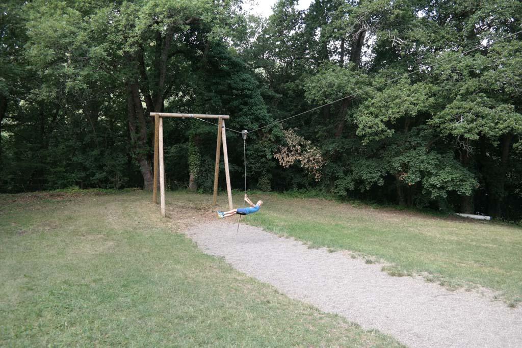 De kabelbaan in de speeltuin.