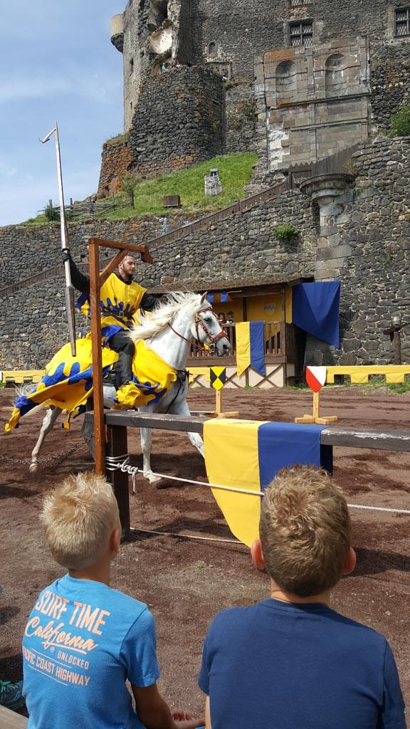 Ridderspelen voor kinderen in Chateau Murol.