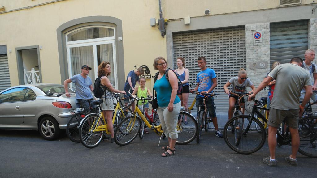 Iedereen is voorzien van een fiets.